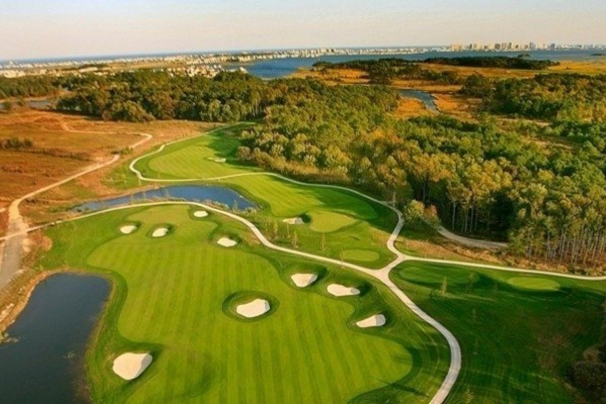 golf-course-sunny-gallery-image.jpg